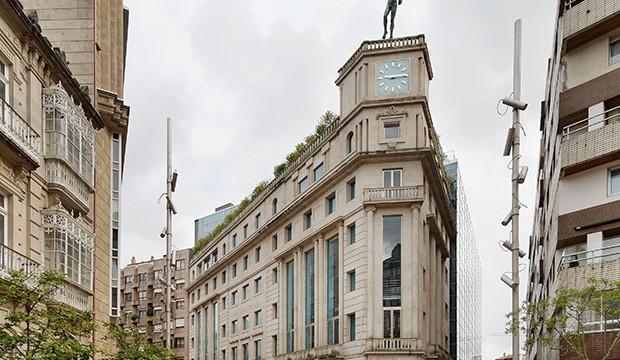 Centro Social y Sede Institucional Caixanova César Portela