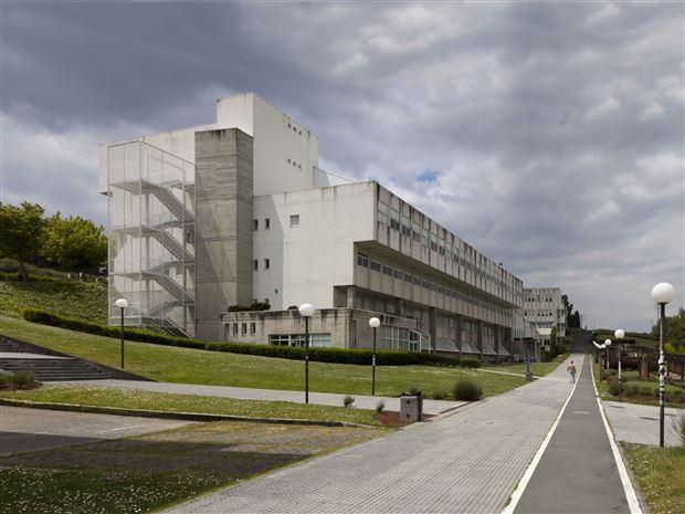 Facultade de Humanidades da Universidade da Coruña | Andrés Fernández-Albalat Lois e Andrés Fernández-Albalat Ruiz | Adrián Capelo