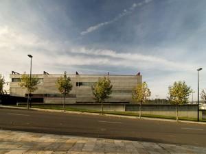 vista xeral do edificio da udc xoana capdebielle