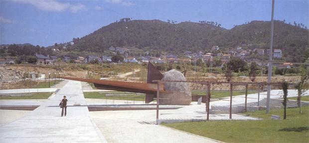 AG_praza_monumento_NOS_fernando_blanco_ourense_universidade_1997